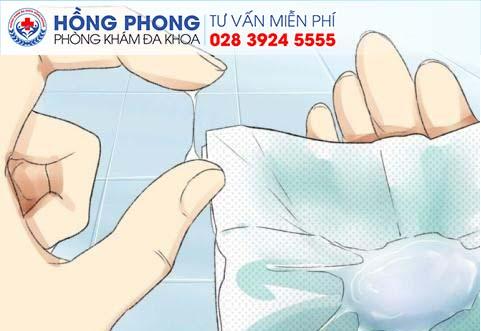 Bệnh viêm cổ tử cung gây ra tình trạng khí hư loãng (Ảnh minh họa)